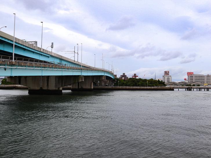 【ベイサイドプレイス博多(昼)】を思う存分満喫!: 海と道路
