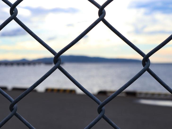 【博多区沖浜町】海に面した不思議なエリアを散歩: フェンス