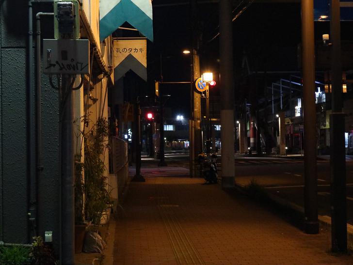 【ベイサイドプレイス博多(深夜)】やっぱり夜の海は良い: ベイサイドプレイス博多まで続く道