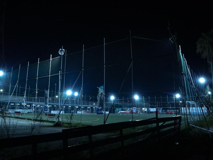 【ベイサイドプレイス博多(深夜)】やっぱり夜の海は良い: テニスコート。明々としてます。