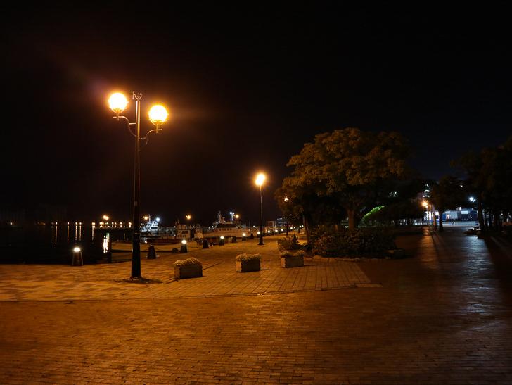 【ベイサイドプレイス博多(深夜)】やっぱり夜の海は良い: 対岸