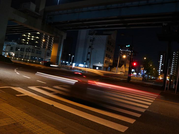 【ベイサイドプレイス博多(深夜)】やっぱり夜の海は良い: 高架下の交差点