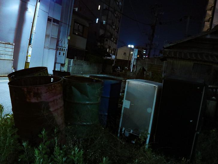 【ベイサイドプレイス博多(深夜)】やっぱり夜の海は良い: 錆びたドラム缶