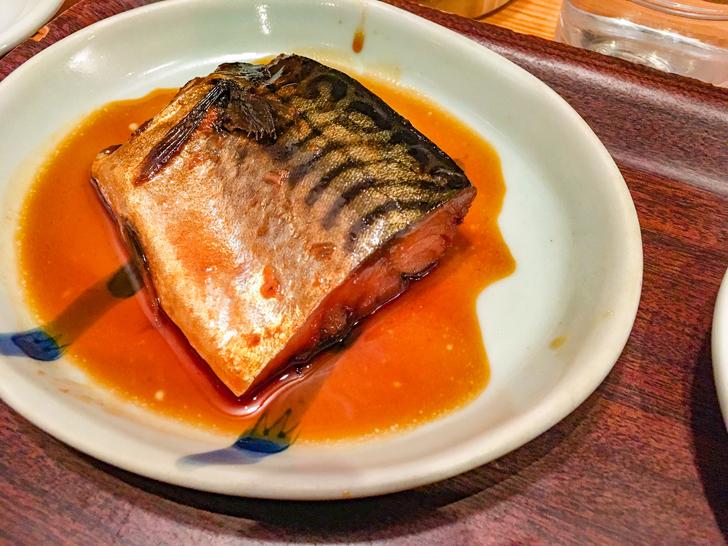 【平尾】おかずの組み合わせは自由自在「キッチン 中田中」グルメレポート: 魚の煮つけ(カテゴリー:魚)