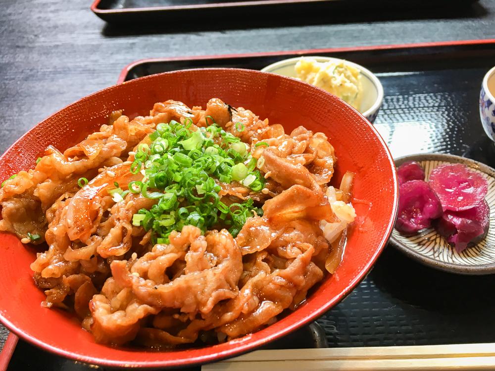 【薬院】「ひつま豚丼」ランチが最高!「一休」グルメレポート