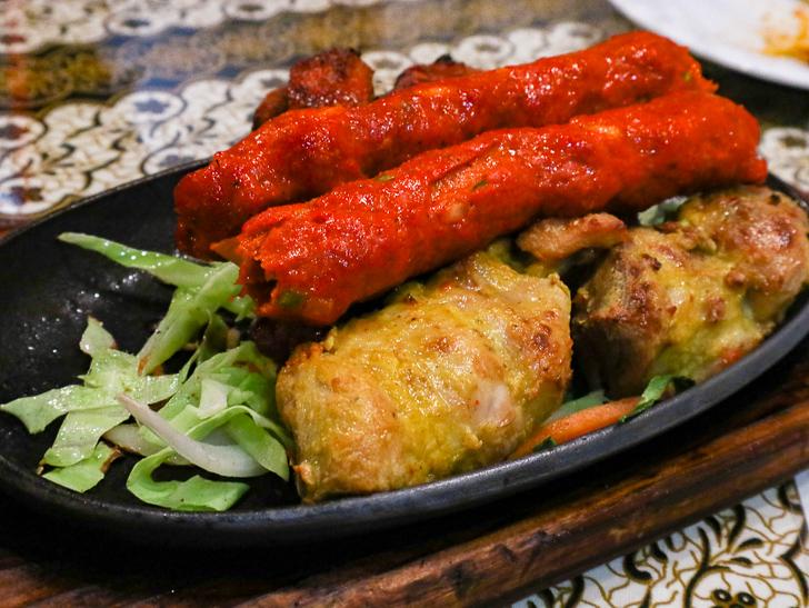 【薬院】素朴な雰囲気が良い!インドカレー屋「ミラン」グルメレポート: チキンたち