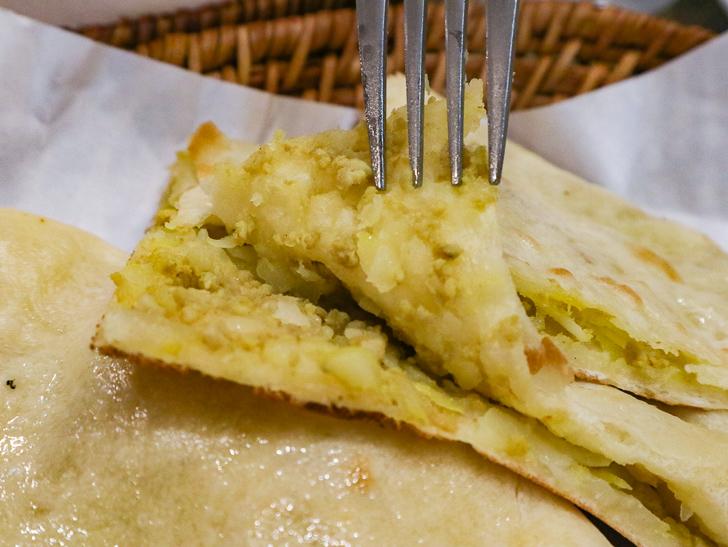 【薬院】素朴な雰囲気が良い!インドカレー屋「ミラン」グルメレポート: アルキーマナン(ひき肉とポテトが入ったナン)