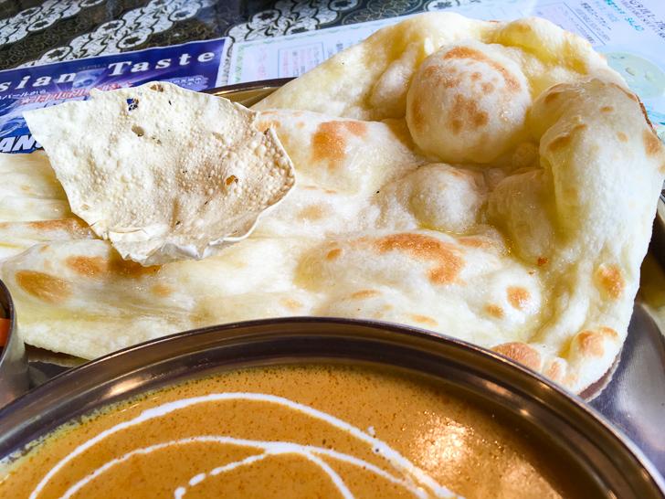 【薬院】素朴な雰囲気が良い!インドカレー屋「ミラン」グルメレポート: ナンとパーパル