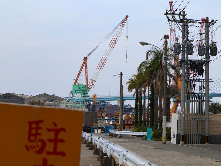 天神近くにある避暑地「西公園」「光雲神社」を散歩: 造船所が見える