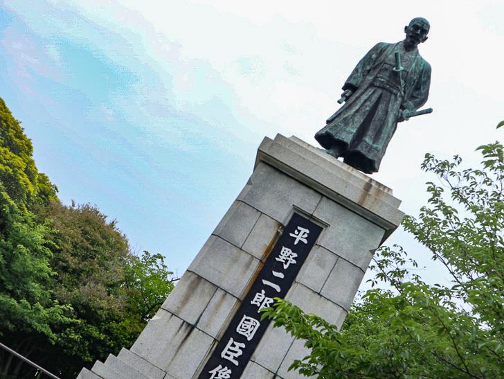 天神近くにある避暑地「西公園」「光雲神社」を散歩: 平野二郎國臣像