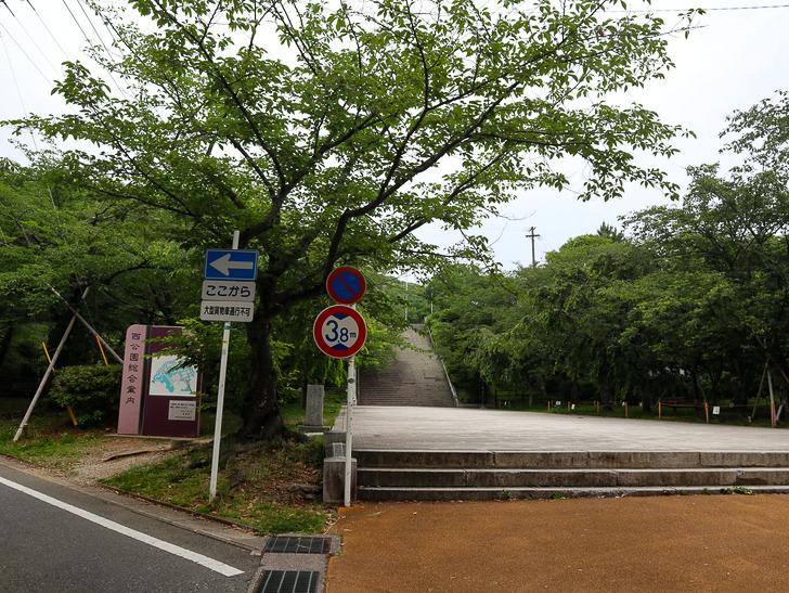 天神近くにある避暑地「西公園」「光雲神社」を散歩: 「光雲神社」手前の階段