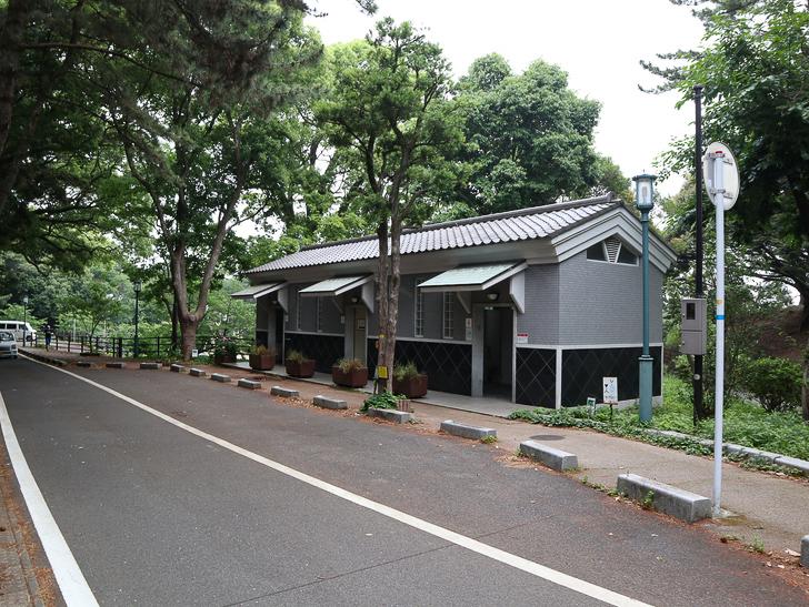 天神近くにある避暑地「西公園」「光雲神社」を散歩: 公衆トイレ