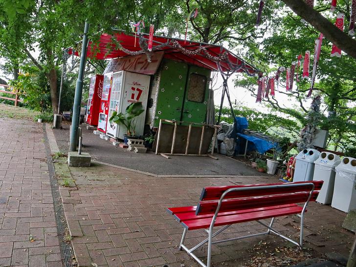 天神近くにある避暑地「西公園」「光雲神社」を散歩: 良い感じの休憩スペース