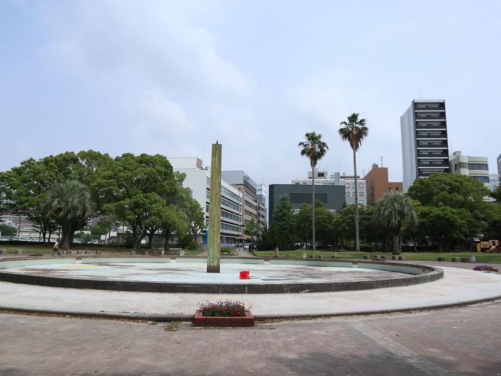 【中央区・博多区】「築港本町」あたりをゆったり散歩: 須崎公園 噴水