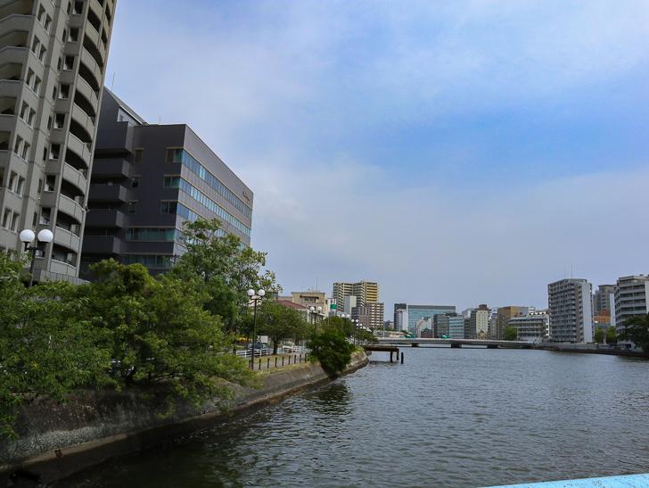 【中央区・博多区】「築港本町」あたりをゆったり散歩: 那の津大橋から見た「那珂川」