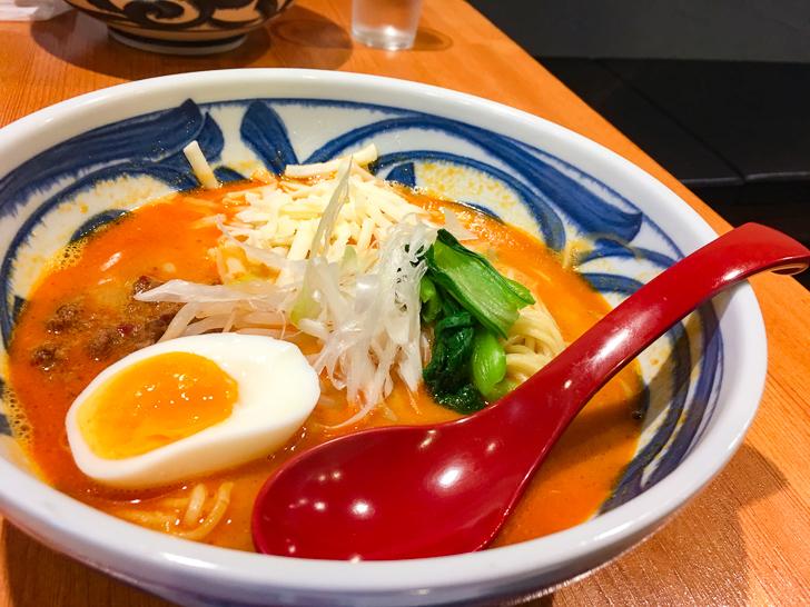 チーズ担々麺(800円)