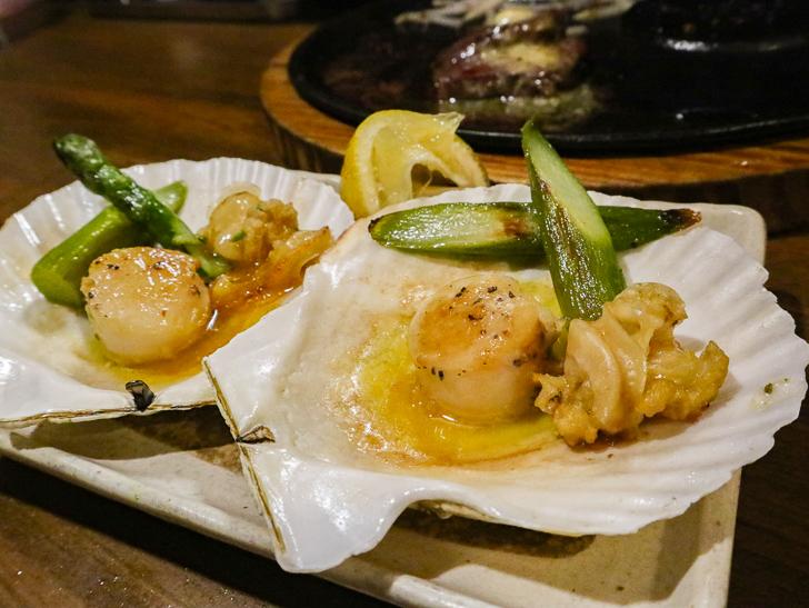 【高砂】贅沢「ステーキ」とリーズナブルな「お好み焼き」が楽しめる「一番星」グルメレポート: ホタテのバター焼き(580円)