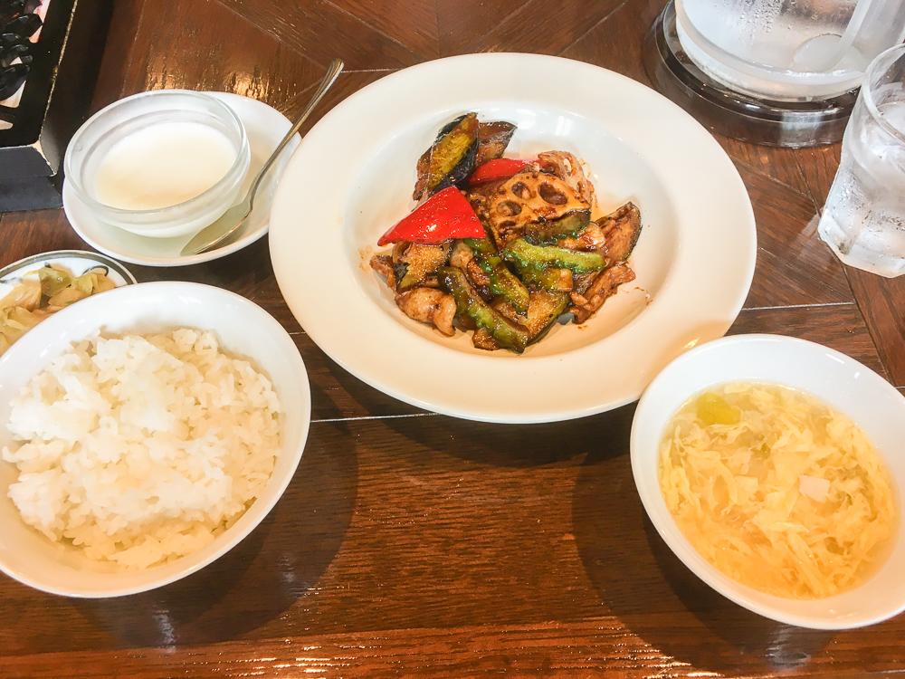 週替わり定食(豚肉と茄子のみそ炒め)780円