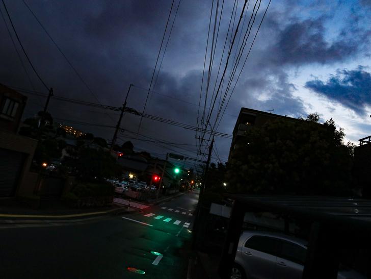 曇り空と交差点