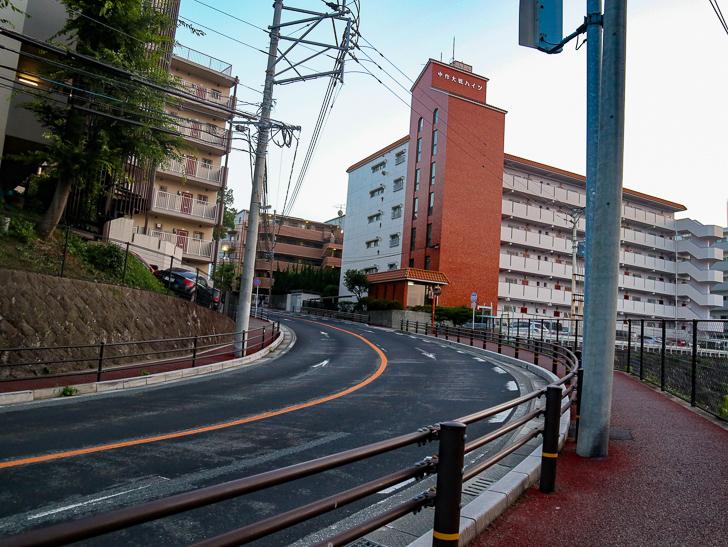 桜坂3丁目付近 曲がり道