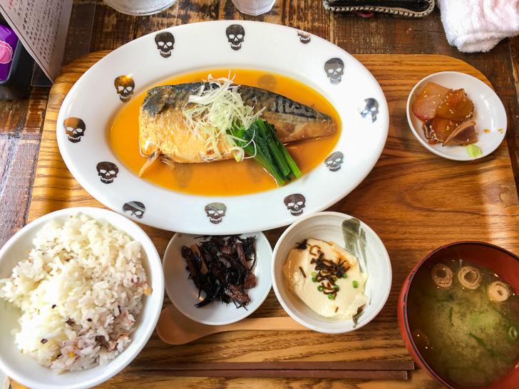 鯖の味噌煮定食(880円)