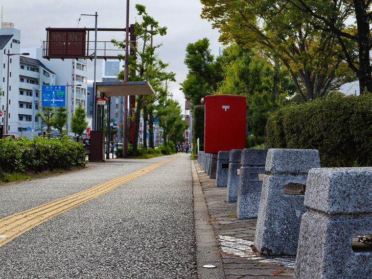 荒江公団住宅前の歩道