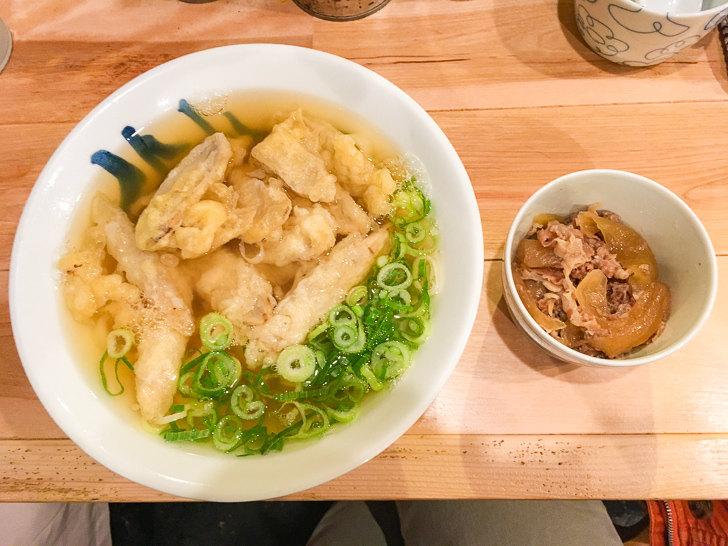 肉ごぼう天うどん(900円)