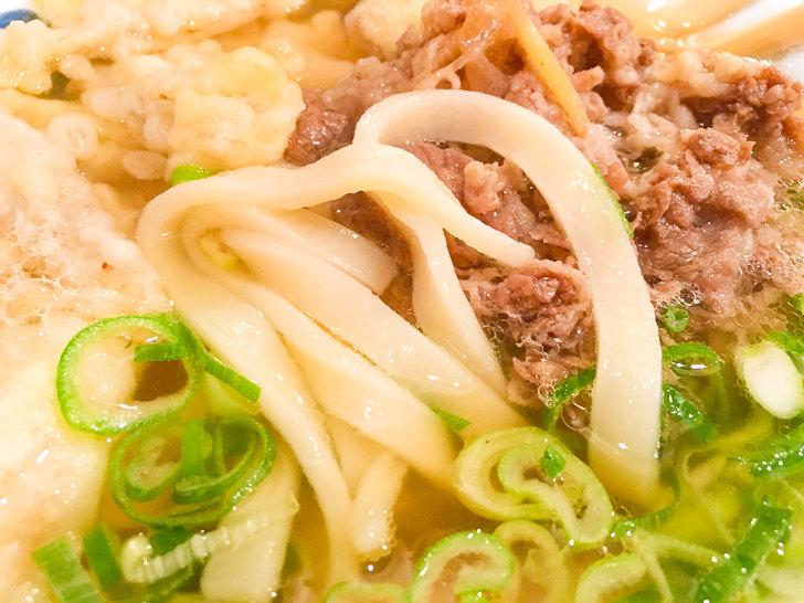 「粉やなぎ」のうどん麺