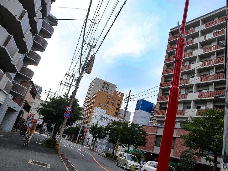 交差点「平尾駅入り口」近く