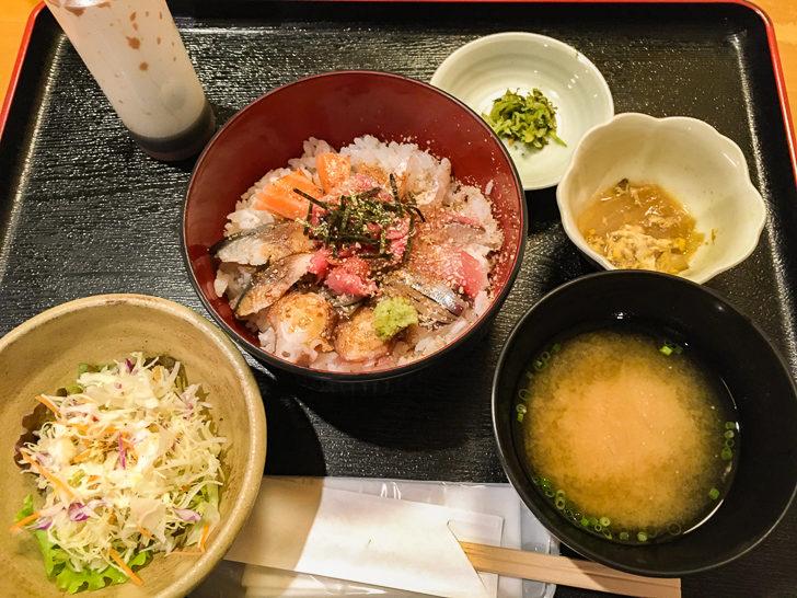 海鮮丼定食(800円)