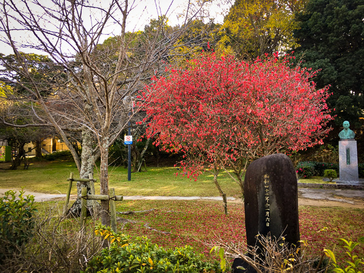 平尾山荘内(右奥にあるのは「野村望東尼」の銅像