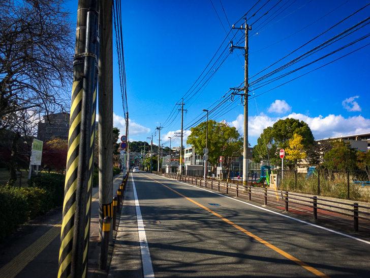 「山荘公園」と「平尾山荘」の間の道路