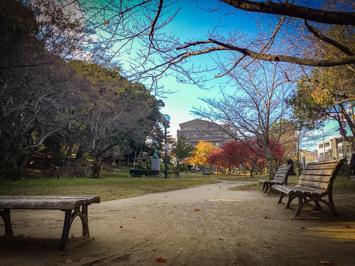 ベンチ(平尾山荘内)
