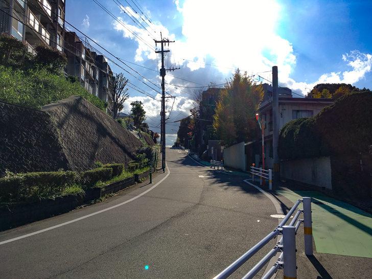 住宅街へ続く道