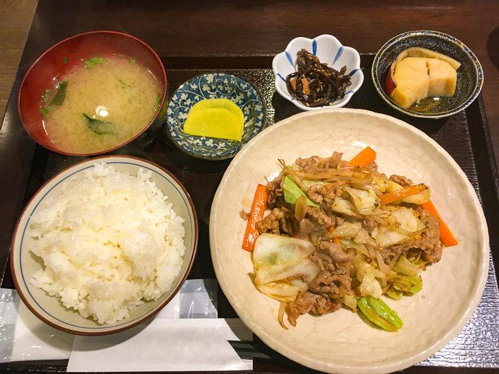 焼肉定食(800円)