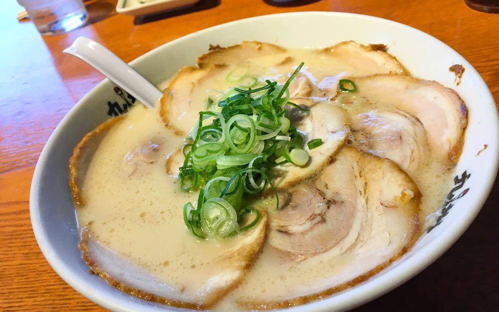 【大牟田】真っ白スープの極上ラーメン「九州つるや」グルメレポート