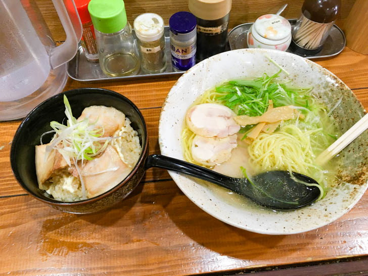 「ミニチャーシュー丼」と「塩ラーメン」