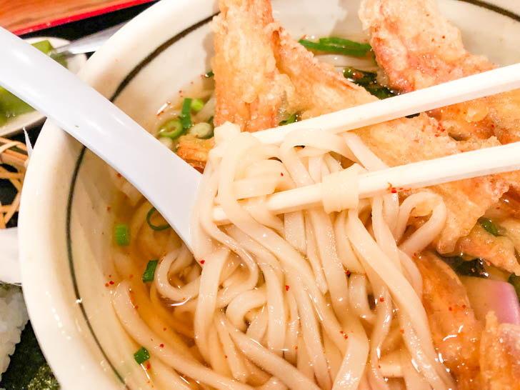 「能古うどん」さんの麺はとても細い、そして薄い