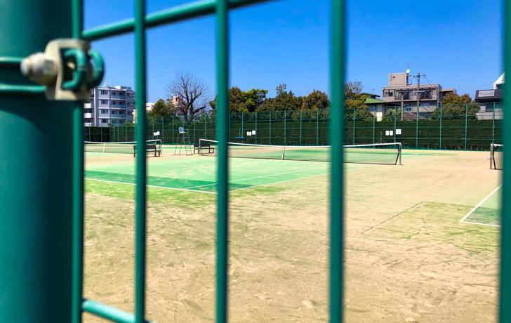 テニスコート(のぞき見)