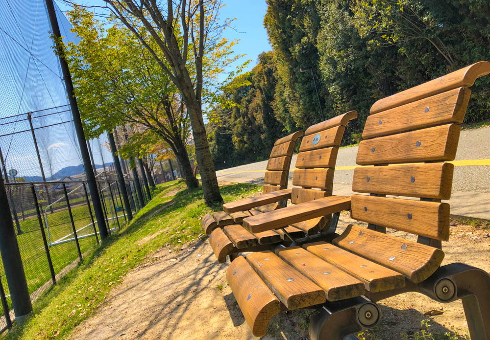 【干隈2丁目】ベンチが多く一休みに最適「西南杜之湖畔公園球技場」