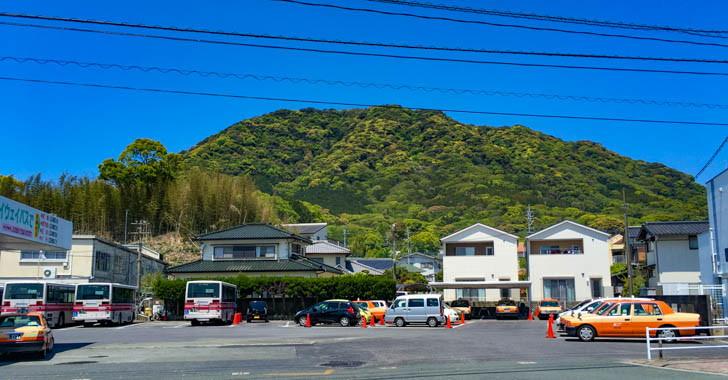 西鉄バス営業所と山