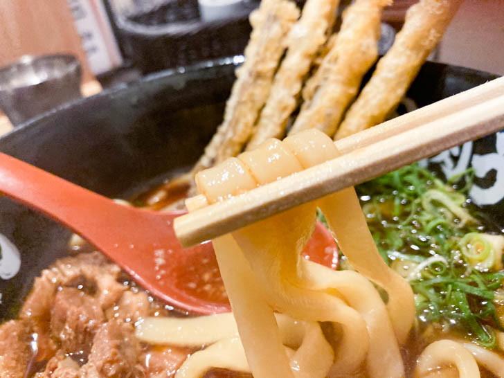 しっかりとコシのある太麺