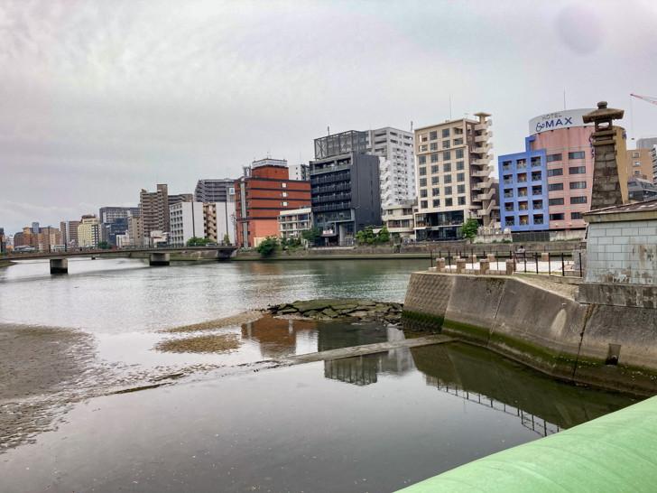 那珂川と博多川の合流地点(夢回廊橋の上から撮影)