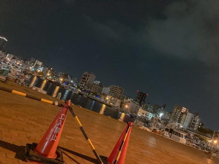 パイロン、海、船、夜景