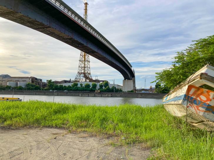 大牟田港そばの橋の下