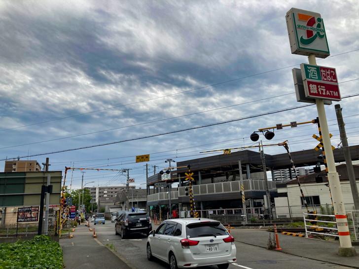 柚須駅とセブンイレブン