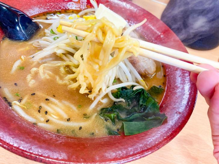 北海道らーめん 北の恵み:みそラーメンと言えばこのちぢれ麺