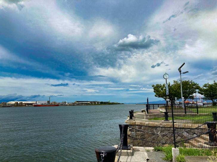 【大牟田】「三池港(フェリーターミナル)」と「あいあい広場」を散策してきた 三池港内の海と、それを囲う化学工場のカーゴな雰囲気を楽しめる