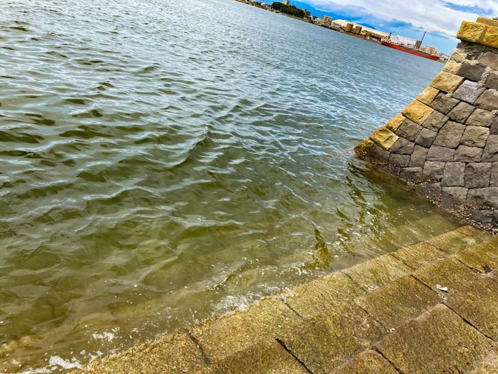 【大牟田】「三池港(フェリーターミナル)」と「あいあい広場」を散策してきた 水辺に直接繋がる階段もある