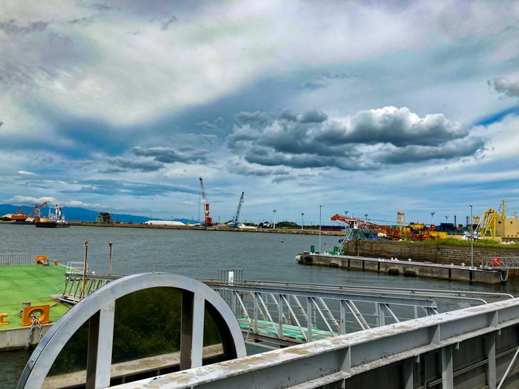 【大牟田】「三池港(フェリーターミナル)」と「あいあい広場」を散策してきた 曇り空とクレーン